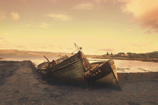 Två båtar på en strand